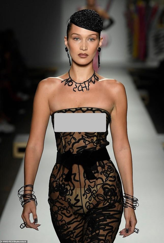 Gigi Hadid hoá cô dâu, Bella lộ ngực, Kendall thả dáng hoàn hảo ảnh 2