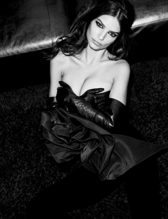 'Mỹ nữ mặc bikini đẹp nhất' quyến rũ với phong cách đen tuyền hút mắt ảnh 4