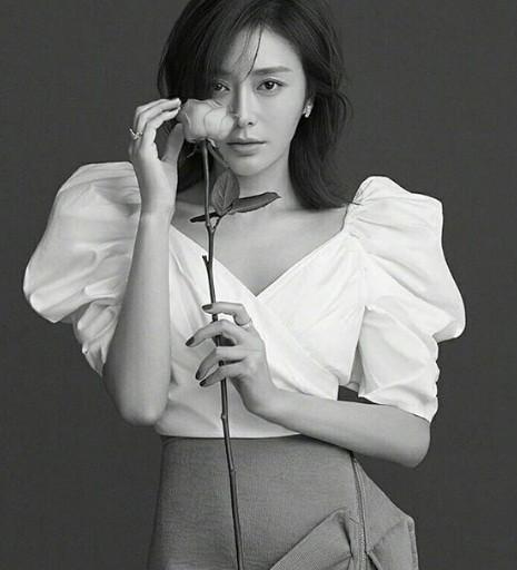 'Phú Sát hoàng hậu' Tần Lam gần tứ tuần vẫn quyến rũ hút mắt ảnh 12