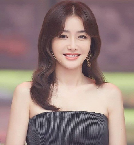 'Phú Sát hoàng hậu' Tần Lam gần tứ tuần vẫn quyến rũ hút mắt ảnh 6