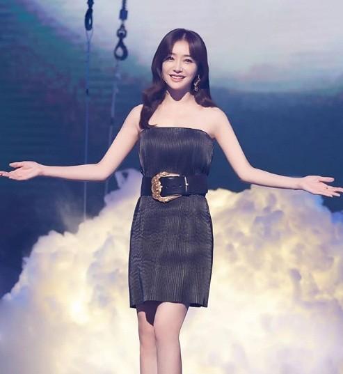 'Phú Sát hoàng hậu' Tần Lam gần tứ tuần vẫn quyến rũ hút mắt ảnh 8