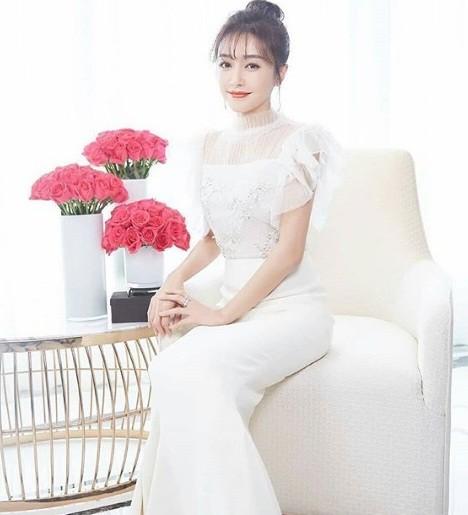 'Phú Sát hoàng hậu' Tần Lam gần tứ tuần vẫn quyến rũ hút mắt ảnh 10