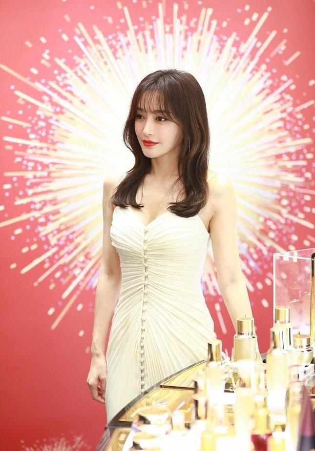 'Phú Sát hoàng hậu' Tần Lam gần tứ tuần vẫn quyến rũ hút mắt ảnh 3