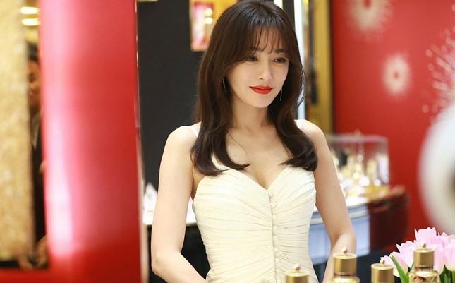 'Phú Sát hoàng hậu' Tần Lam gần tứ tuần vẫn quyến rũ hút mắt ảnh 1