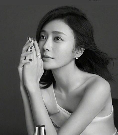 'Phú Sát hoàng hậu' Tần Lam gần tứ tuần vẫn quyến rũ hút mắt ảnh 13