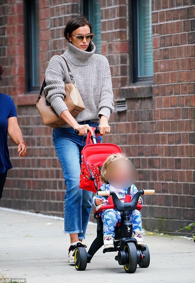 Mỹ nhân Nga Irina Shayk rạng ngời trên đường phố New York ảnh 21