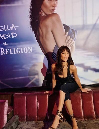 Bella Hadid thả dáng thon ở Malibu ảnh 8