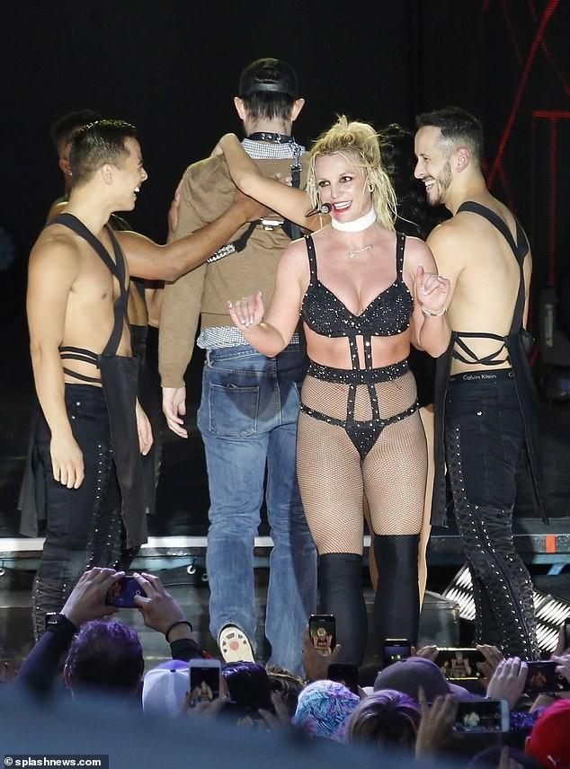 Britney Spears béo ú, eo 'bánh mì' vẫn mê mặc nội y diễn bốc lửa ảnh 5