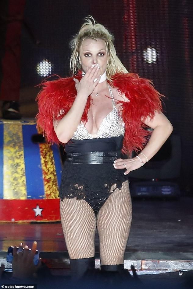 Britney Spears béo ú, eo 'bánh mì' vẫn mê mặc nội y diễn bốc lửa ảnh 4