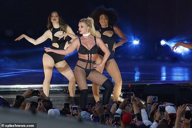 Britney Spears béo ú, eo 'bánh mì' vẫn mê mặc nội y diễn bốc lửa ảnh 7