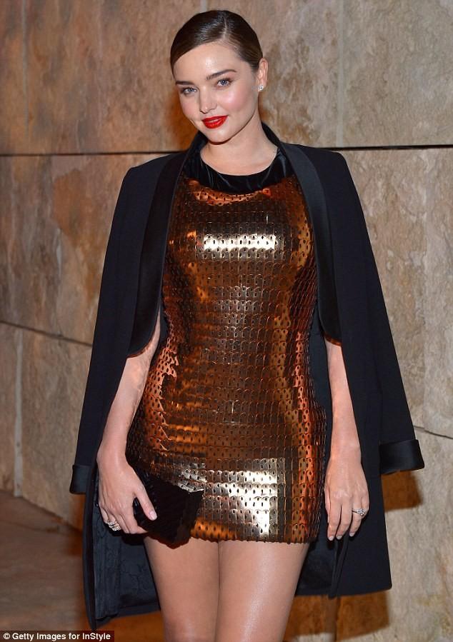Miranda Kerr xinh như búp bê, dáng thon nuột nà ảnh 1