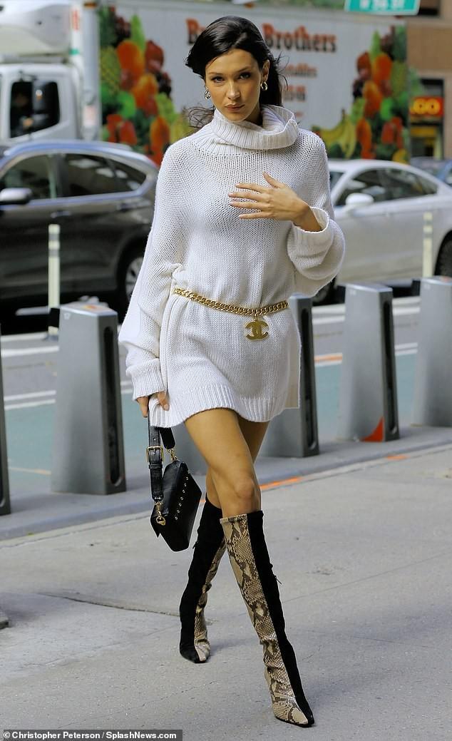 Bella Hadid lấp ló 'vòng 1' đi thử nội y ảnh 5