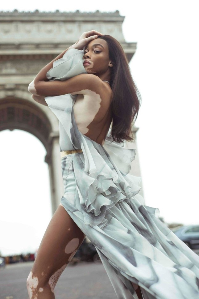 Nàng 'tân binh' Victoria's Secret dáng vóc hoàn hảo ở Paris ảnh 3