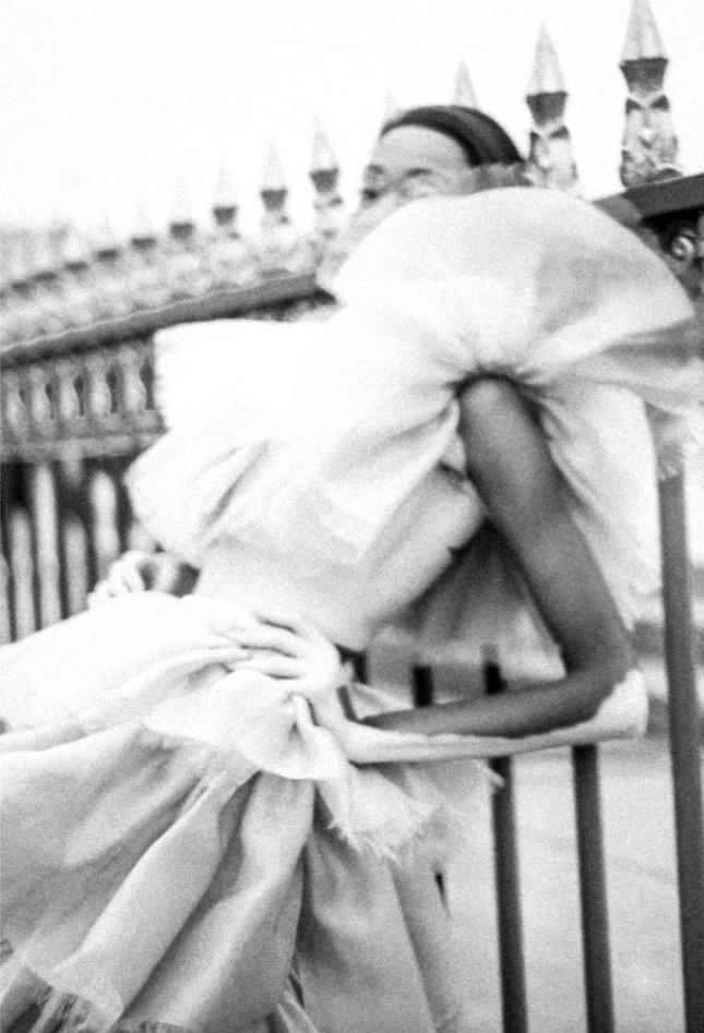 Nàng 'tân binh' Victoria's Secret dáng vóc hoàn hảo ở Paris ảnh 7