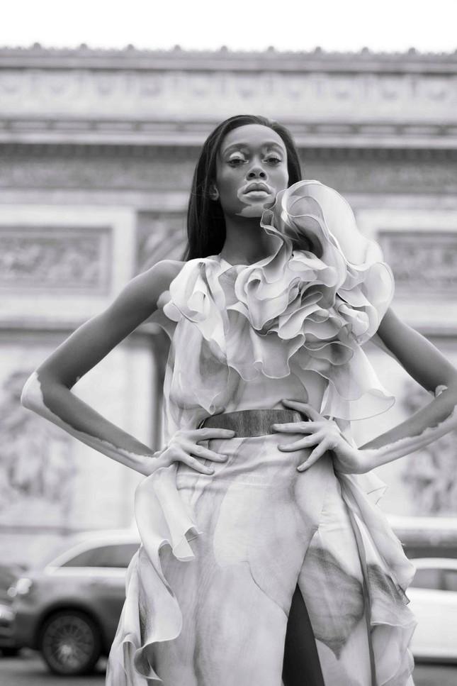 Nàng 'tân binh' Victoria's Secret dáng vóc hoàn hảo ở Paris ảnh 5