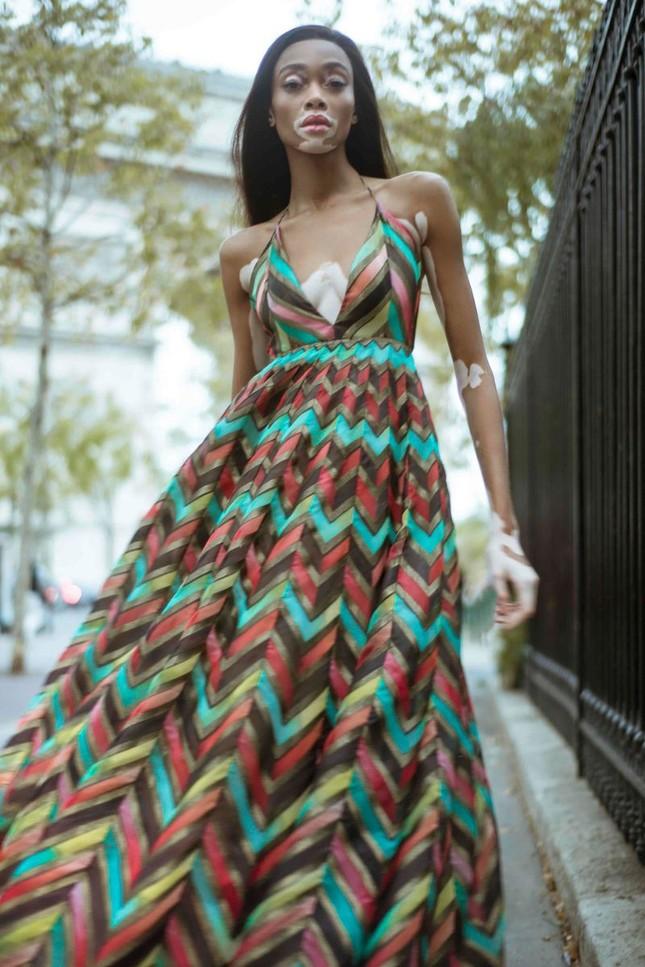 Nàng 'tân binh' Victoria's Secret dáng vóc hoàn hảo ở Paris ảnh 8