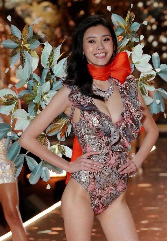 Sắc vóc rực rỡ tuyệt mỹ của dàn 'chân dài' nội y gốc Hoa ảnh 11