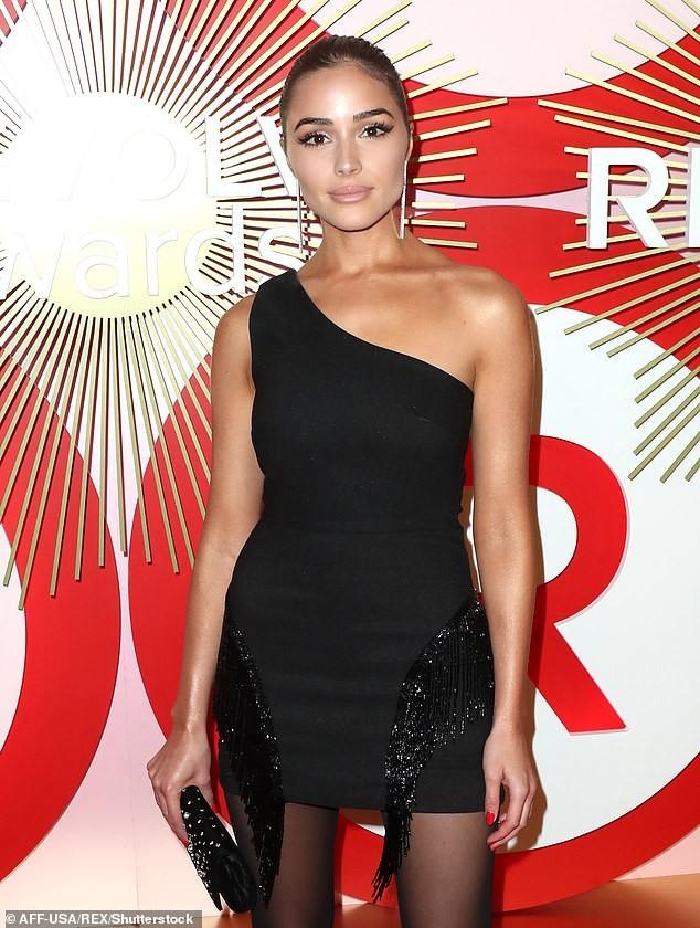 Olivia Culpo đầm đỏ siêu ngắn quá đỗi gợi tình dự tiệc tối ảnh 11