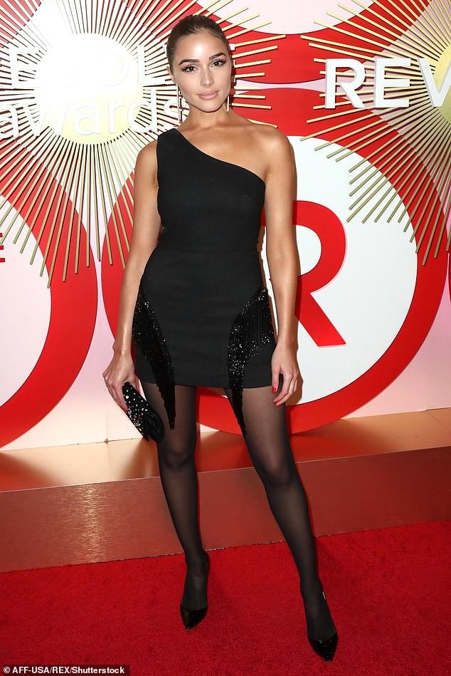 Olivia Culpo đầm đỏ siêu ngắn quá đỗi gợi tình dự tiệc tối ảnh 9