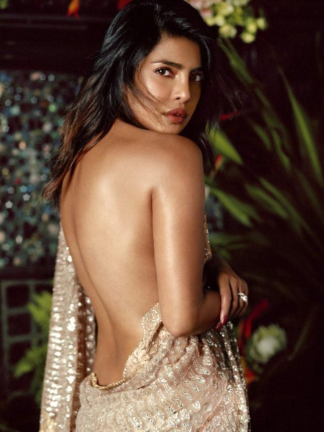 Sắc vóc quyến rũ ngất ngây của hoa hậu thế giới Priyanka Chopra ảnh 1