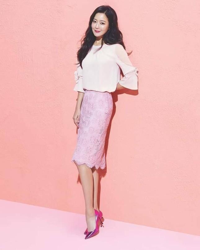 'Đệ nhất mỹ nhân xứ Hàn' Kim Hee Sun trẻ đẹp khó đoán tuổi ảnh 16