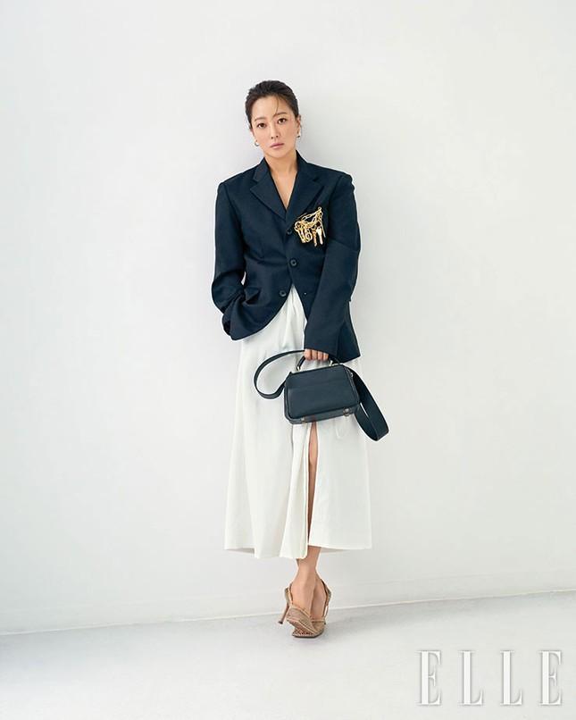 'Đệ nhất mỹ nhân xứ Hàn' Kim Hee Sun trẻ đẹp khó đoán tuổi ảnh 4