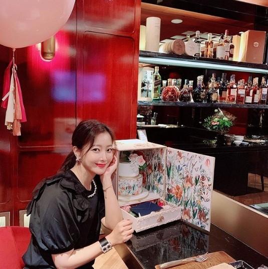 'Đệ nhất mỹ nhân xứ Hàn' Kim Hee Sun trẻ đẹp khó đoán tuổi ảnh 5
