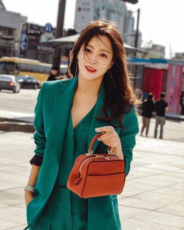 'Đệ nhất mỹ nhân xứ Hàn' Kim Hee Sun trẻ đẹp khó đoán tuổi ảnh 6