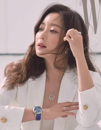 'Đệ nhất mỹ nhân xứ Hàn' Kim Hee Sun trẻ đẹp khó đoán tuổi ảnh 13