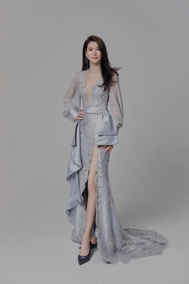 Hoa hậu Hồng Kông Viên Vịnh Nghi U50 sắc vóc siêu quyến rũ ảnh 2