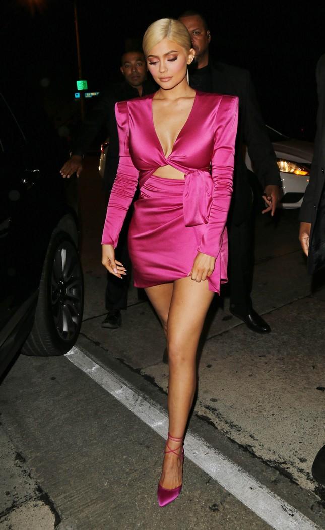 Cô út tỉ phú siêu gợi cảm nhà Kardashian hiếm hoi lộ mặt mộc ảnh 12