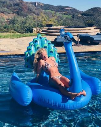 Britney Spears diện áo tắm khoe eo 'bánh mì', 'trồng cây chuối' trên biển ảnh 13