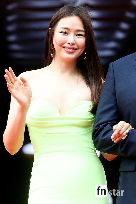 Kim Hye Soo ngực đầy đọ sắc nóng bỏng với Hoa hậu Hàn Quốc ảnh 15