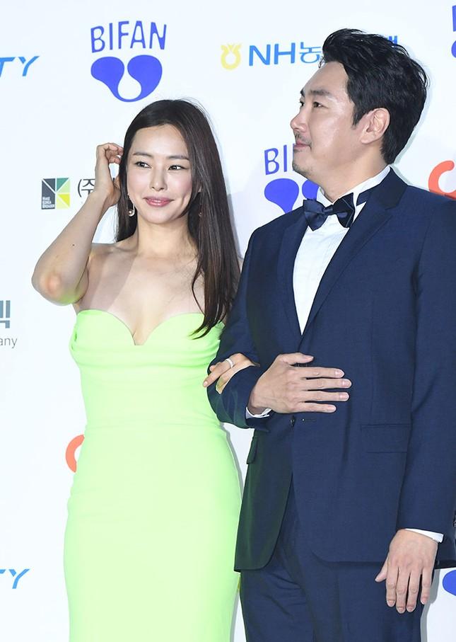 Kim Hye Soo ngực đầy đọ sắc nóng bỏng với Hoa hậu Hàn Quốc ảnh 17