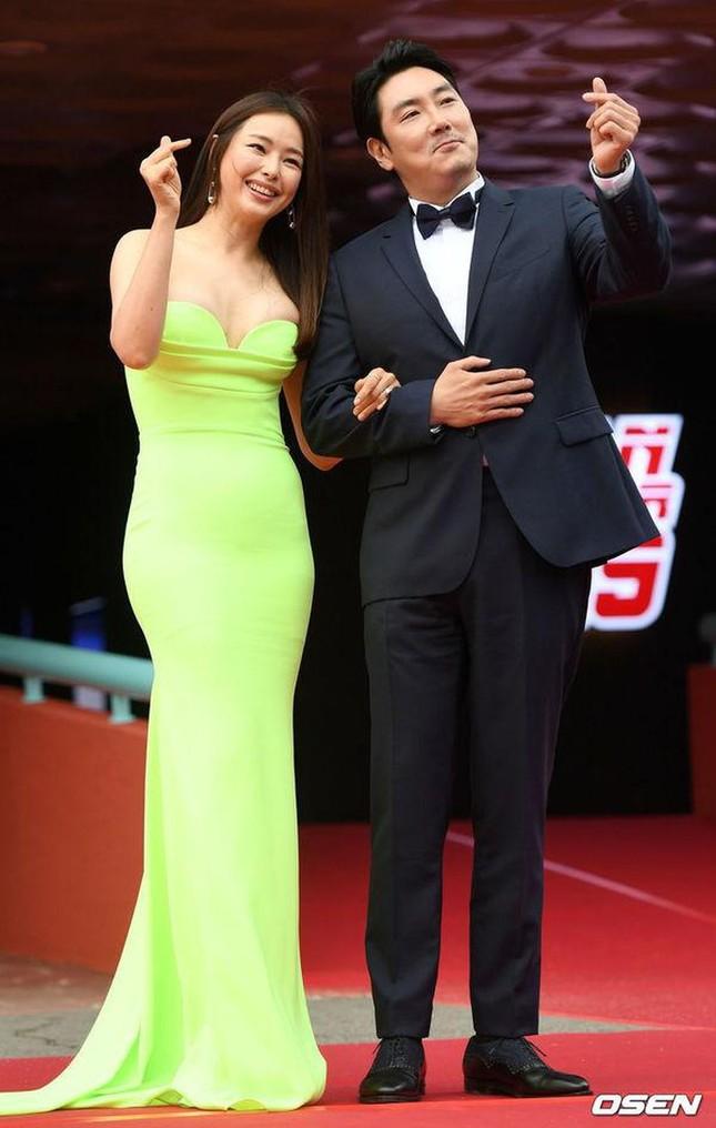 Kim Hye Soo ngực đầy đọ sắc nóng bỏng với Hoa hậu Hàn Quốc ảnh 12