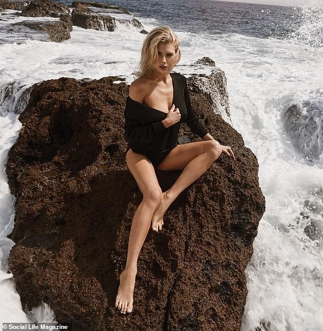 Người mẫu 9x Charlotte McKinney tạo dáng tựa nữ thần ảnh 2