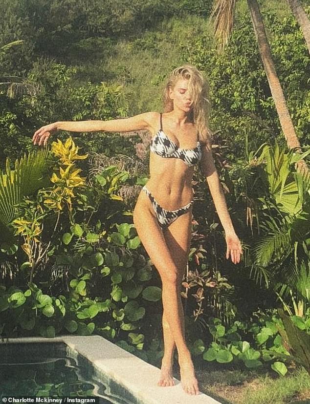 Người mẫu 9x Charlotte McKinney tạo dáng tựa nữ thần ảnh 4