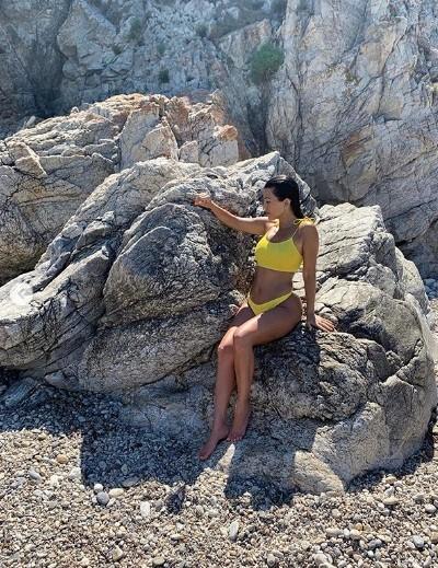 Mê mẩn dáng vóc nóng bỏng của chị cả 40 tuổi nhà Kim Kardashian ảnh 15