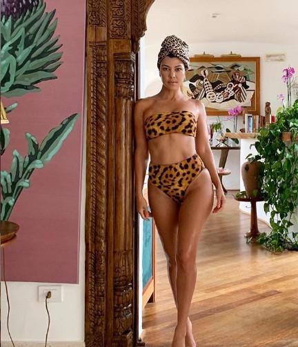 Mê mẩn dáng vóc nóng bỏng của chị cả 40 tuổi nhà Kim Kardashian ảnh 10