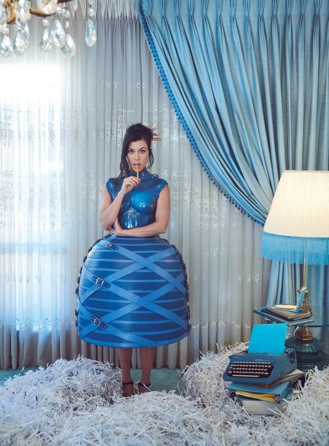 Mê mẩn dáng vóc nóng bỏng của chị cả 40 tuổi nhà Kim Kardashian ảnh 22
