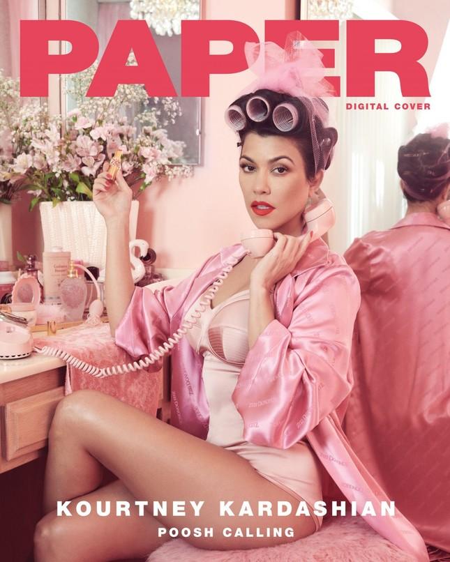Mê mẩn dáng vóc nóng bỏng của chị cả 40 tuổi nhà Kim Kardashian ảnh 17