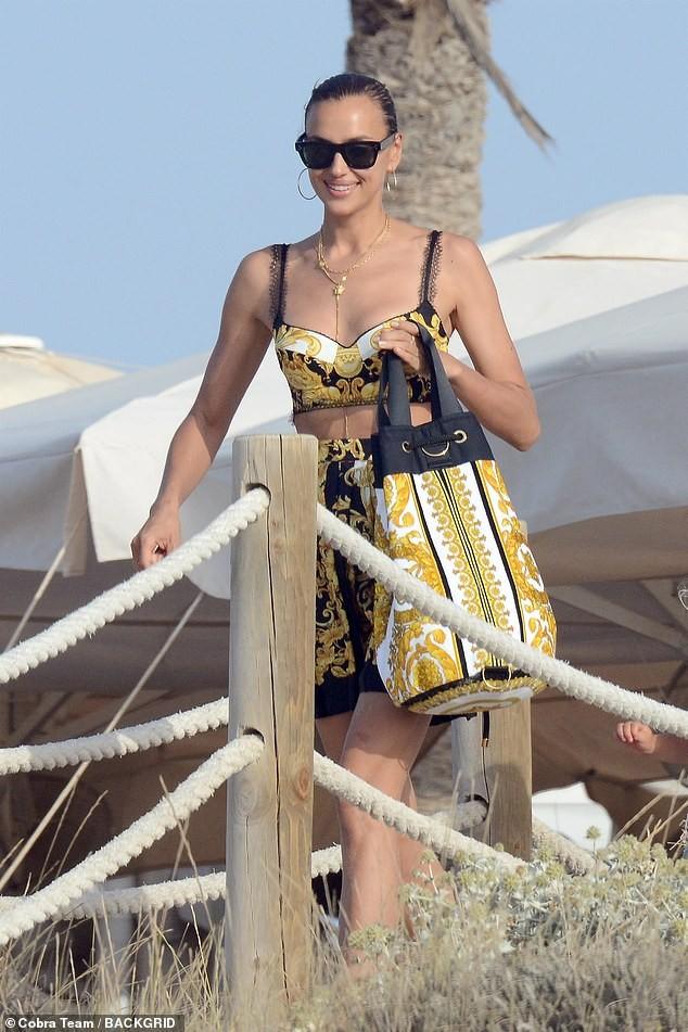 Irina Shayk diện bikini thả dáng siêu mẫu cực quyến rũ ảnh 8