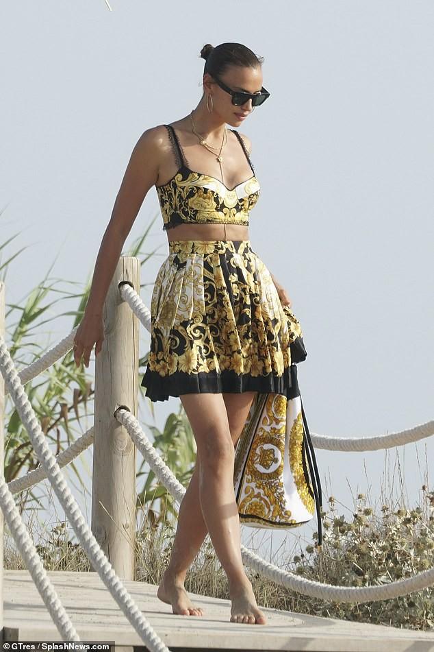Irina Shayk diện bikini thả dáng siêu mẫu cực quyến rũ ảnh 5