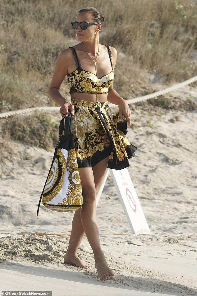 Irina Shayk diện bikini thả dáng siêu mẫu cực quyến rũ ảnh 9