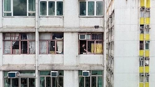 Tình cảnh vợ chồng Hồng Kông phải ở khác nhà ảnh 1