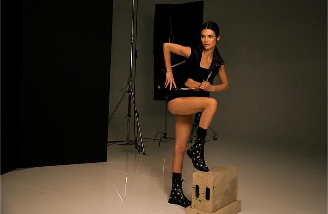 Dương Mịch khiến fan trầm trồ vì dáng quá đẹp và đôi chân thon dài ảnh 8