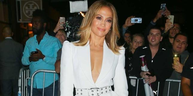 Jennifer Lopez 50 tuổi táo bạo khỏa thân trên bìa single mới ảnh 6