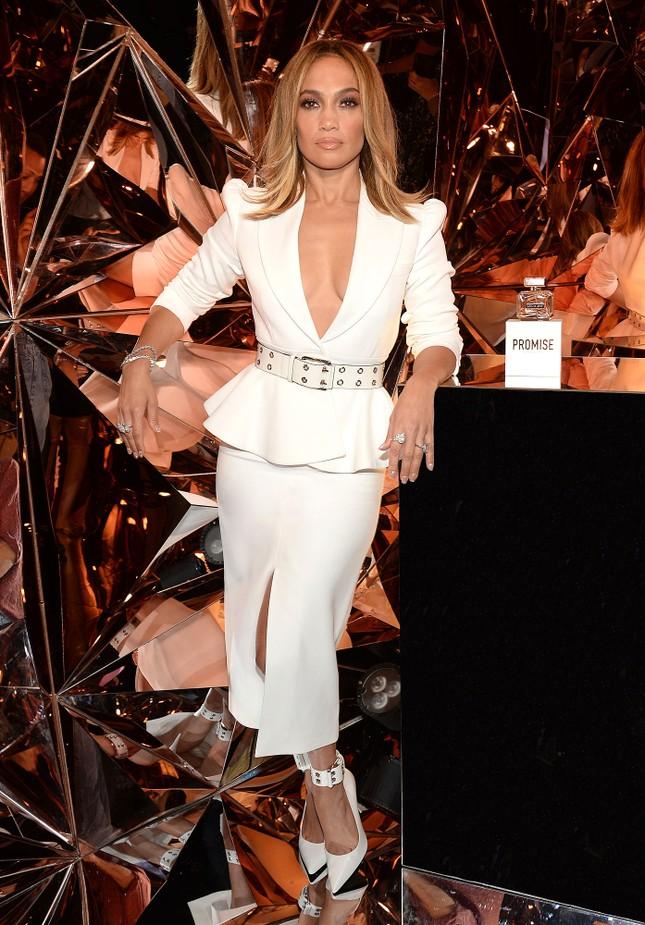 Jennifer Lopez 50 tuổi táo bạo khỏa thân trên bìa single mới ảnh 9