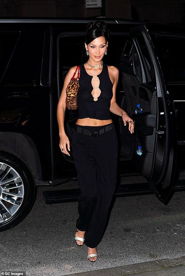 Bella Hadid 'thả rông' ngực trên Vogue ảnh 14