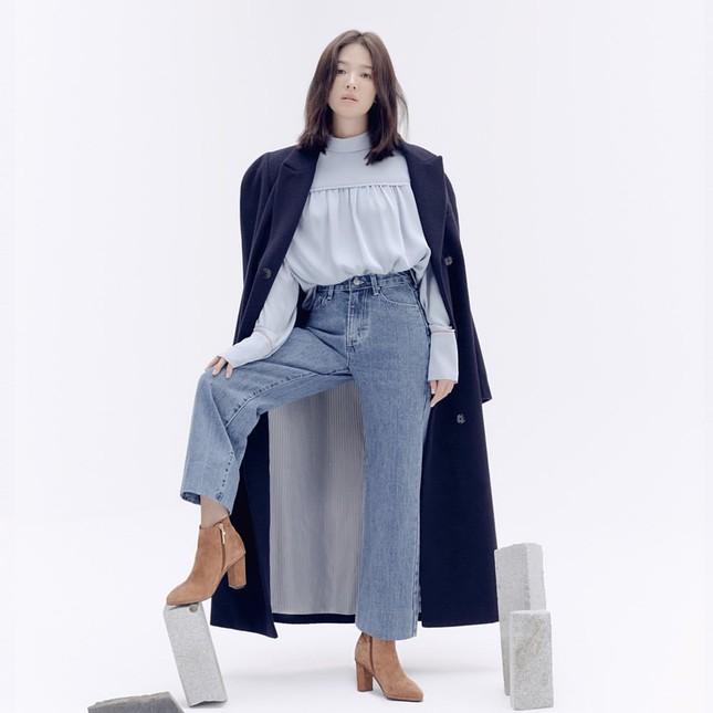 Song Hye Kyo trang điểm sương sương, 'lên đồ' cực chất ảnh 5